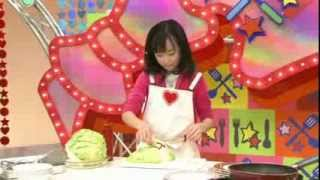 getlinkyoutube.com-Cute Japanese girl instructs how to make cabbage mask