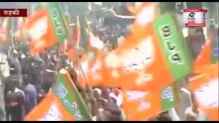 राहुल गांधी के रोड शो में लहराये बीजेपी के झंडे