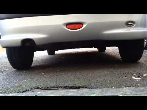 Releasing the spare wheel on a Peugeot 206