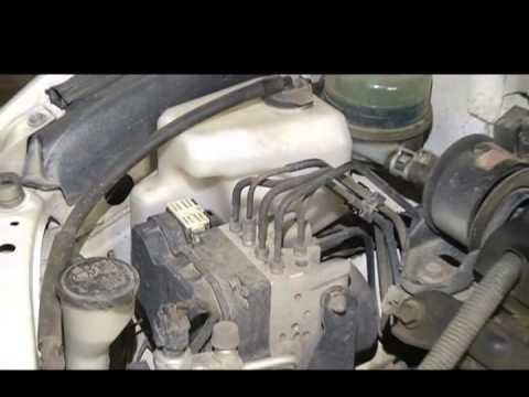 Как поменять тормозную жидкость и прокачать тормоза Toyota Camry