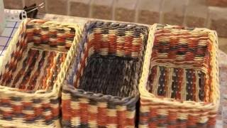 getlinkyoutube.com-How to keep angles right while weaving with newspaper tubes