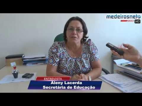 Secretária de Educação Aleny Lacerda fala sobre a manifestação