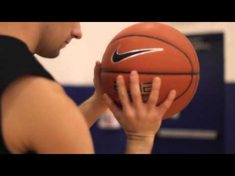 How to Shoot a Basketball With Hand Positions