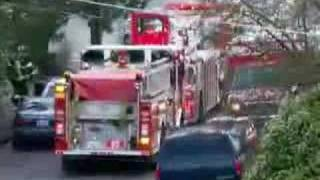 getlinkyoutube.com-Seattle Fire Trucks Responding to a House Fire