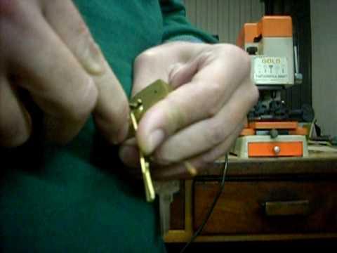 abrindo cadeados papaiz 45 mm.