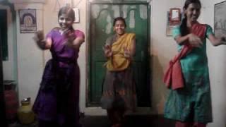 Dance by Janani, Geetha and Suganya for Maduraiku pogathey dee  from Azhagiya Tamil magan