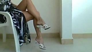 getlinkyoutube.com-i miei 50 anni.legs sexy ,piedi femminili, (feet) , zoccoli , tacchi a spillo e autoreggenti...