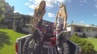 getlinkyoutube.com-Moto Chicks