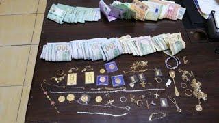 ام وابنتاه تسرق نقود من محل   الذهب لاحظ كيف عملية السرقه HD