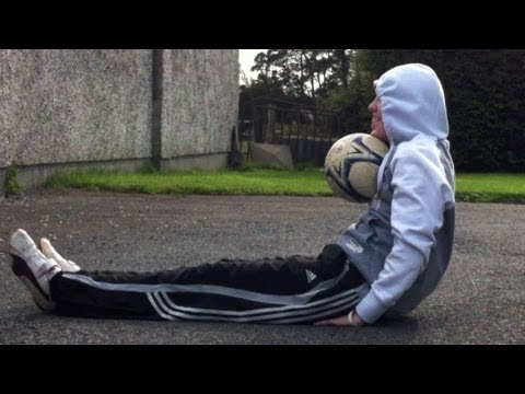 Billy Wingrove Velcro Trick (Tutorial) :: Freestyle Football