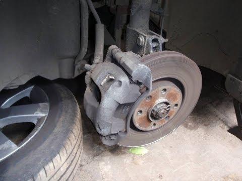 Замена передних колодок/Peugeot 308
