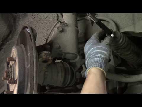 Toyota Cami 2002 J102E 1.3 - замена рулевой тяги и наконечников