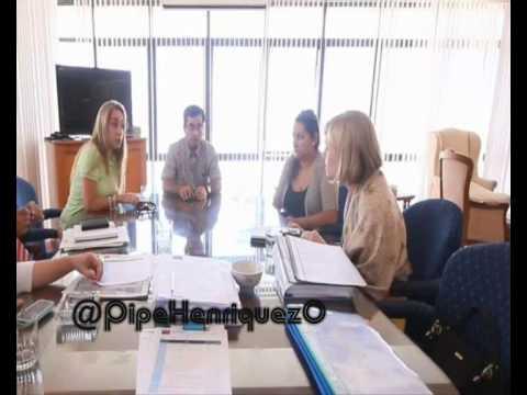 Evelyn Matthei VS Marta Isasi - Versión Alvin y Las Ardillas