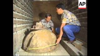 getlinkyoutube.com-Philippines: Two Tons Of Platinum Discovered - 1995