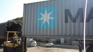 getlinkyoutube.com-Bajar un contenedor de 40 pies con un montacargas de 2.5 toneladas