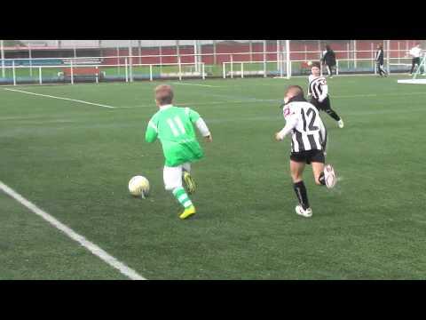 Mario Seoane, jugando al futbol con 6 y 7 años (Prebenjamín Ural C.F.)