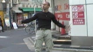 getlinkyoutube.com-アキバの超人 Insane Gymnastics in Tokyo