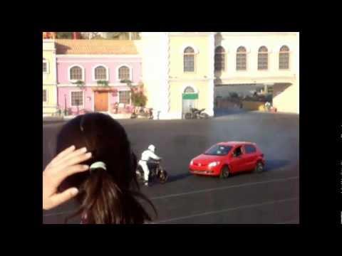 Incriveis manobras de carros