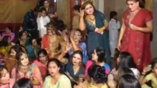 getlinkyoutube.com-Maryam Nawaz Sharif Mujra His Borther Wedding 2012