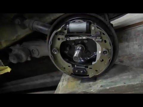Заеміна задніх гальмівних тормозных колодок Рено Кенгу 1.5 DCI
