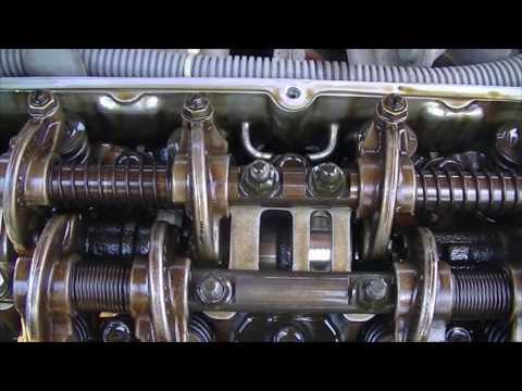 Открываем крышку клапанов для протяжки головки блока цилиндров и замены прокладки