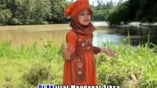 getlinkyoutube.com-Mila Meylani  - Surga Ditelapak Kaki Ibu [Official Music Video]