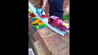 getlinkyoutube.com-Lady and Thomas escape from Diesel 10
