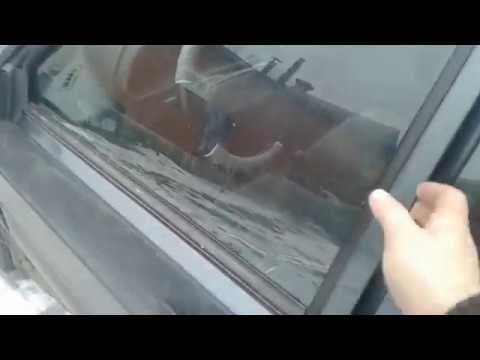 Как открыть дверь автомабиля,если не одна ручка не работает!