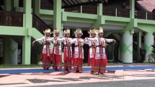 getlinkyoutube.com-Tari Sembah Lampung (ANJUNGAN LAMPUNG TMII)