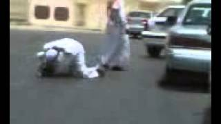 getlinkyoutube.com-Saudis Fight in a Street