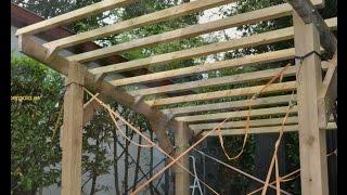download video comment construire une pergola en bois en. Black Bedroom Furniture Sets. Home Design Ideas