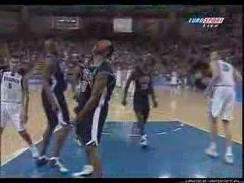 vince carter dunk. VInce Carter Dunking Over The
