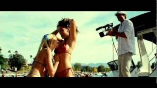 "getlinkyoutube.com-Filmclip ""Kelly Brook und Blondine Bikini Auftritt am Pier"" PIRANHA 3D (Kinostart 14.10.2010)"