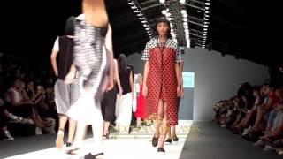 getlinkyoutube.com-Pesona Sisterhood Runway Jakarta Fashion Week 2016 Senayan City