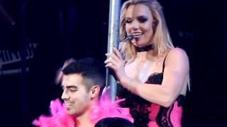 getlinkyoutube.com-Britney Spears gives Lap Dance to Joe Jonas in London