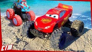 getlinkyoutube.com-Disney•Pixar CARS TOON Monstertruck McQueen & Tormentor Tow Mater stunts on the beach Seaside Action