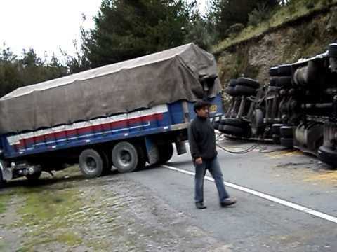 Accidente de camión trailer en la ruta Abancay Cusco