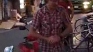 getlinkyoutube.com-清掃車のおっちゃんが調子に乗ってる不良外人を張り倒す動画