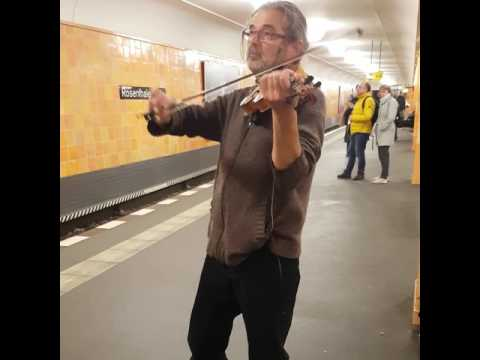 Amazing Street Violinist - Berlin