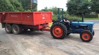 getlinkyoutube.com-Fordson Dexta Tractor Pulling A 14 tonne Dump Trailer!