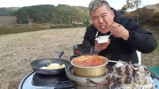 getlinkyoutube.com-BJ김여포//춥거나말거나 농촌들판에서 요리먹방~(고등어구이&김치찌개,계란후라이)
