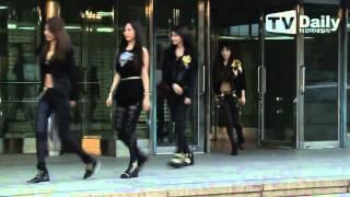 getlinkyoutube.com-[1080p] 140212 SNSD -  3rd Gaon Kpop Award Red Carpet