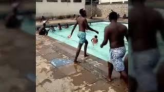 How to swim nacked 👌
