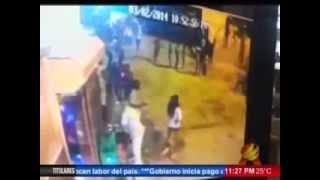 getlinkyoutube.com-Ataque a Machetazos En Un Drink De Los Alcarrizos