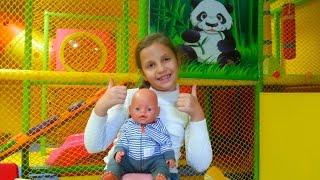 getlinkyoutube.com-Беби Борн Сережа в развлекательном центре для детей веселится с Ирочкой