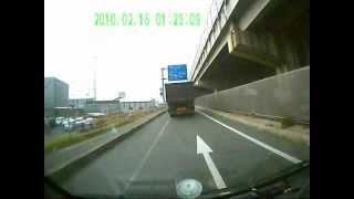 getlinkyoutube.com-【ドライブレコーダー事故】悪質当て逃げトラック→追跡~捕獲まで
