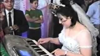 getlinkyoutube.com-عروسه تعزف انت عمرى ..... اهداء راديو اولاد صقر أف إم
