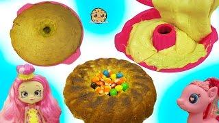getlinkyoutube.com-Shoppies Chef Club Doll & MLP Pinkie Pie Bake Pumpkin Cake with Surprise Candy