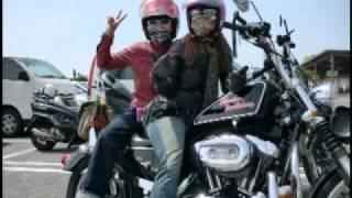 getlinkyoutube.com-Harley-Davidson乗りの女性は、美しい!
