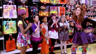 getlinkyoutube.com-A Monster High Fashion Show:  Freaky just got Fabulous!